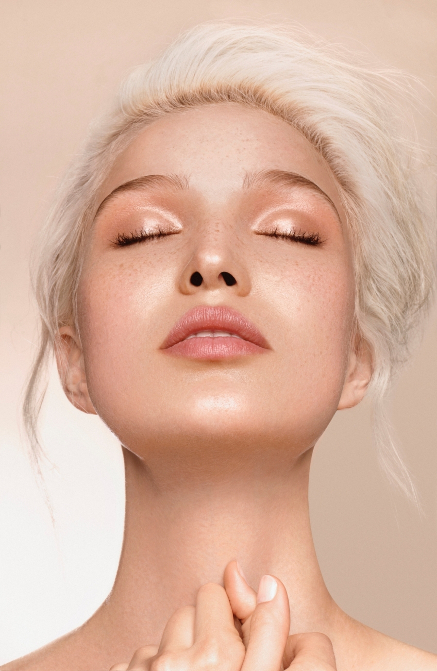 How To Apply Dewy Makeup The